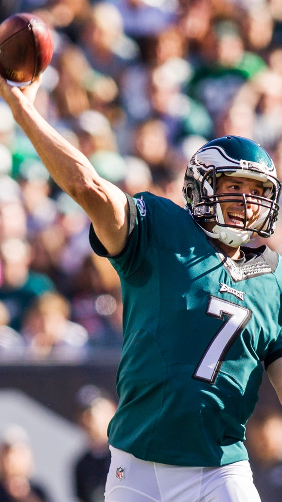 Eagles quarterback Sam Bradford delivers a pass in the fourth quarter of the Eagles 39-17 win over the Saints at Lincoln Financial Field on Oct. 11.