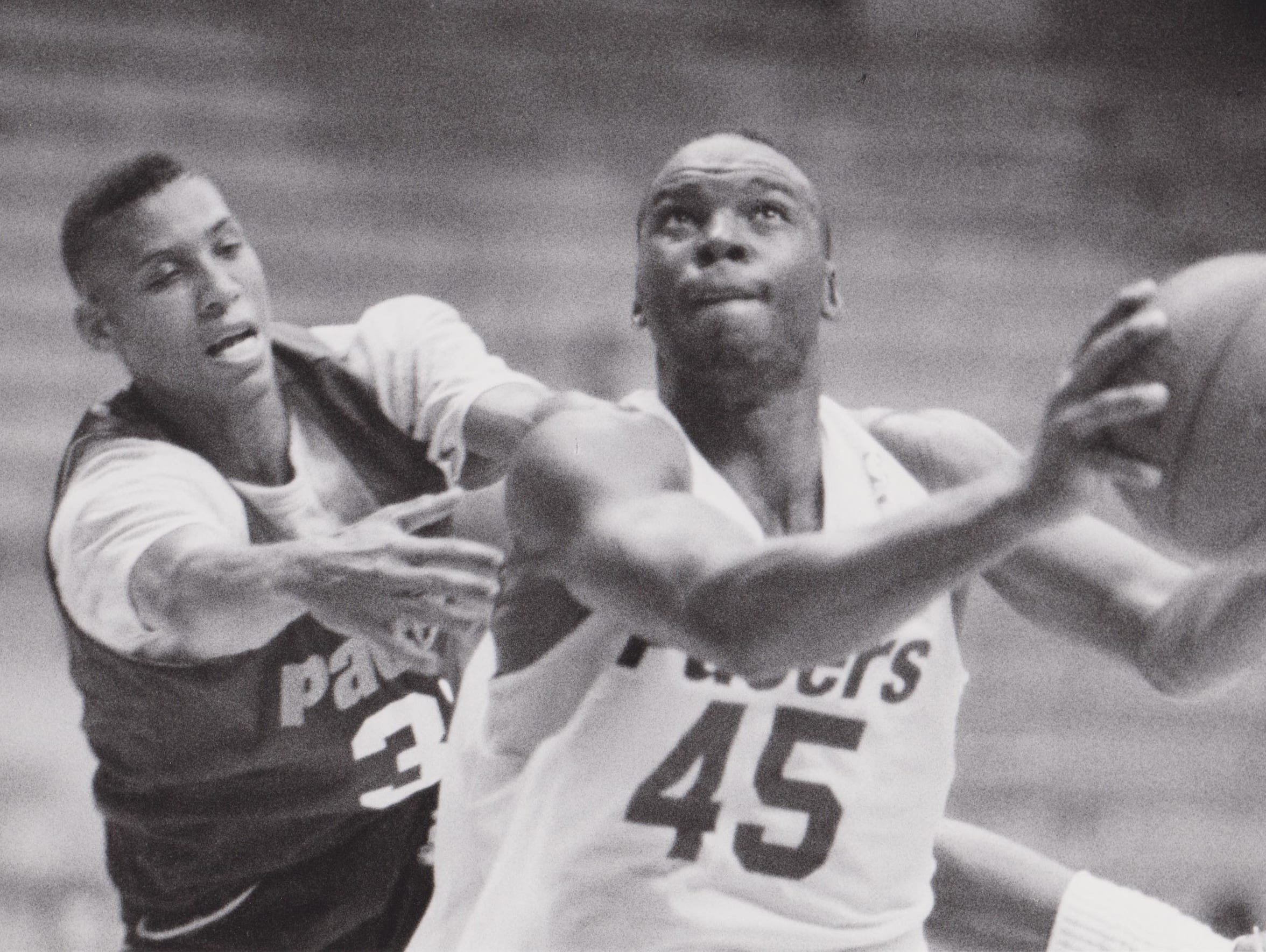 Reggie Miller (left) and Chuck Person during a scrimmage
