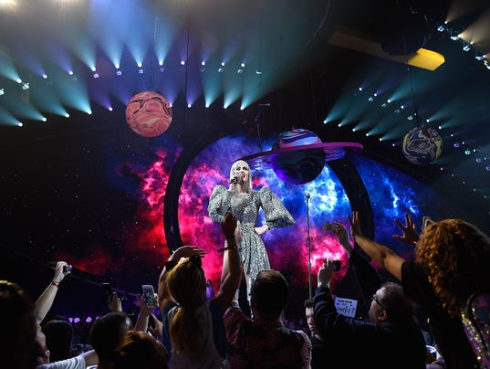 "Katy Perry ""Witness: The Tour"" - Montreal"