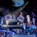 Carrie Underwood stages elaborate Milwaukee show