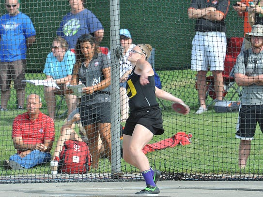 Autumn Mohan of Unioto competes in the discus during