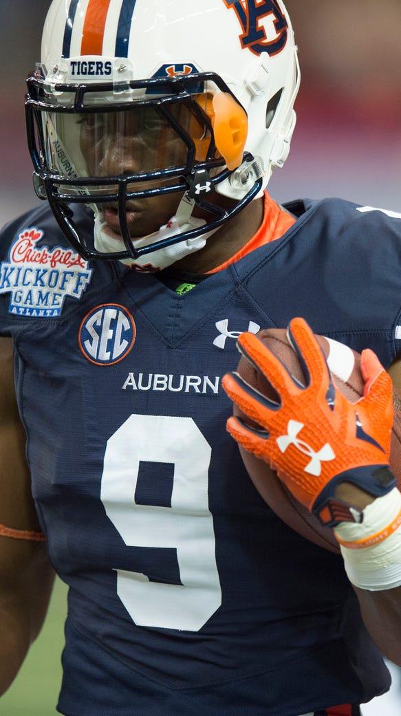Auburn running back Roc Thomas (9) runs before the