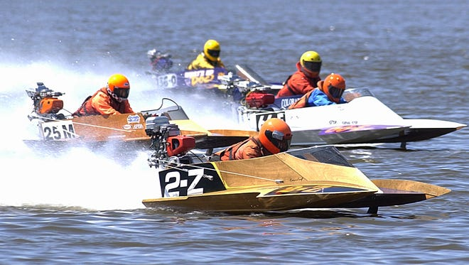 Speedboat racing has returned to Lake Buhlow. Admission is free to see racing today and Sunday, July 9-10