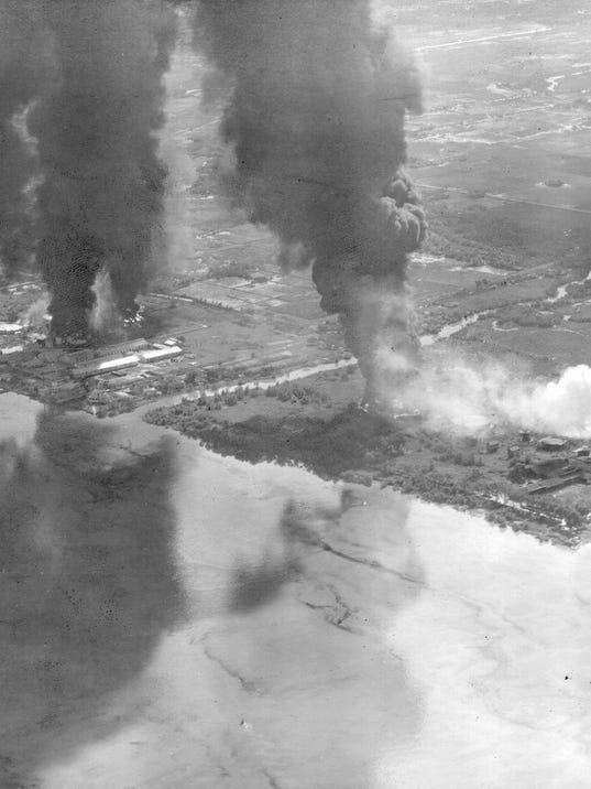 636421435766124720-Carrier-aircraft-attack-in-Saigon.jpg