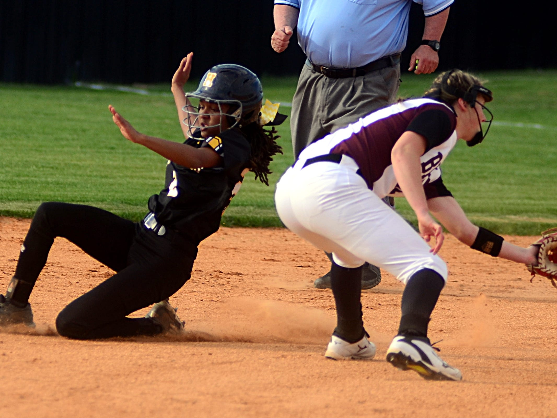 Hendersonville High junior Ace Hanson steals second base as Station Camp sophomore shortstop Jordan Hodge receives a throw during first-inning action. Hanson scored two runs in the Lady Commandos' 14-2 victory.