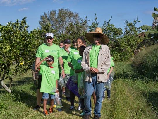 Kevin O'Dare, right, of Osceola Organic Farm, gives