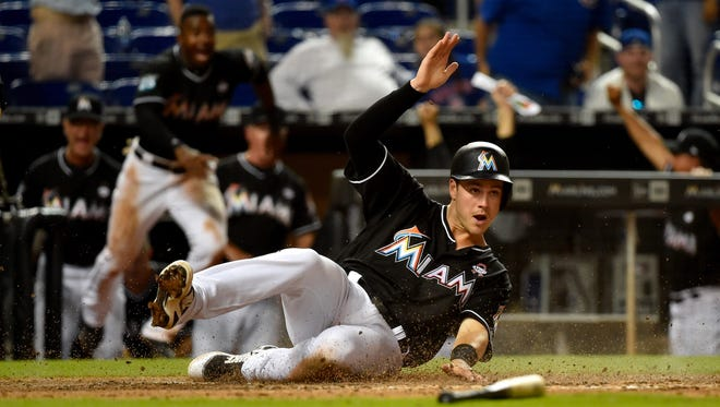 Brian Anderson scores the game--winning run against the Cubs in the 17th inning.