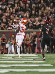 Clemson's Ray-Ray McCloud pulls in this catch for a touchdown in the second quarter as the Tigers led the Cards at halftime.