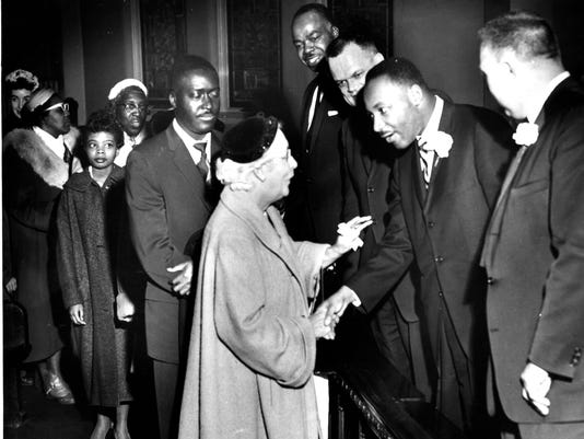 636512836130999181-059-march-20-1960-people-in-line-james-gibby-unknown-woman-rev-bigby-rev-evans-dr-king-rev-short-.jpg