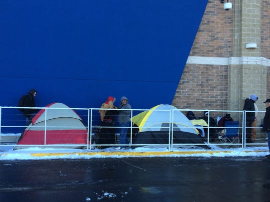 Black Friday shoppers are lined up outside of Best Buy in Green Bay on Thanksgiving Day. Some have been in line four days.