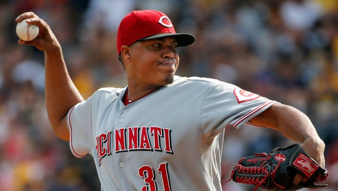 Cincinnati Reds starting pitcher Alfredo Simon delivers against the Pittsburgh Pirates on Aug. 30, 2014.