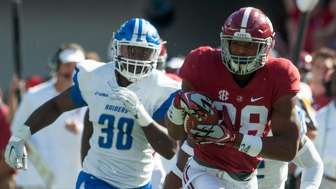 Alabama tight end O.J. Howard (88) makes a big gain on a reception against Middle Tennessee at Bryant-Denny Stadium in Tuscaloosa, Ala. on Saturday September 12, 2015.