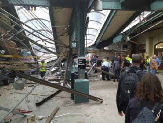 AP TRAIN HITS STATION A USA NJ