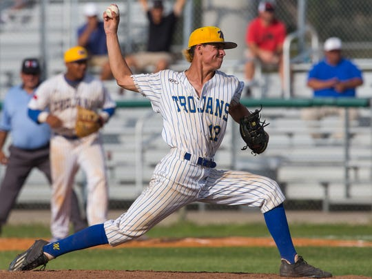 Moody's Roy Sandoval throws a pitch during second inning of the 5A Regional semifinal's third game against Kerrville Tivy at Cabaniss Baseball Field on Saturday, May 27, 2017.