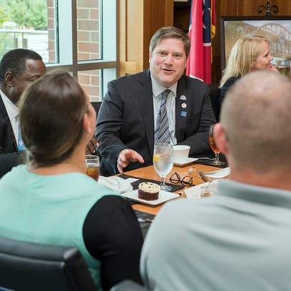 Visiting VA exec: MTSU veterans center 'tremendous'