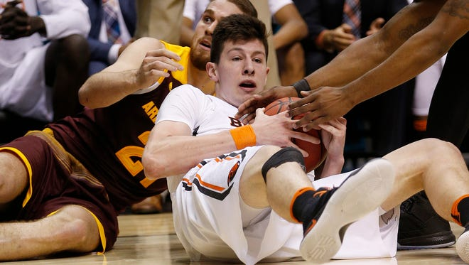 Arizona State forward Eric Jacobsen, left, and Oregon State forward Drew Eubanks scramble on the floor for the ball during the second half of an NCAA college basketball game in the first round of the Pac-12 men's tournament Wednesday, March 9, 2016, in Las Vegas.