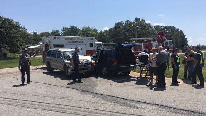 One person was reportedly injured after a Dodge Durango and a Jeep Grand Cherokee collided at the intersection of AR Highway 5 South and Rossi Road at 12:50 p.m. Friday The Arkansas State Police are investigating the accident, while the Mountain Home Fire Department works to extract the driver of the Jeep. Paramedics are on scene as deputies from the Baxter County Sheriff's Office direct traffic. The ASP does not release the names of accident victims unless there is a fatality.
