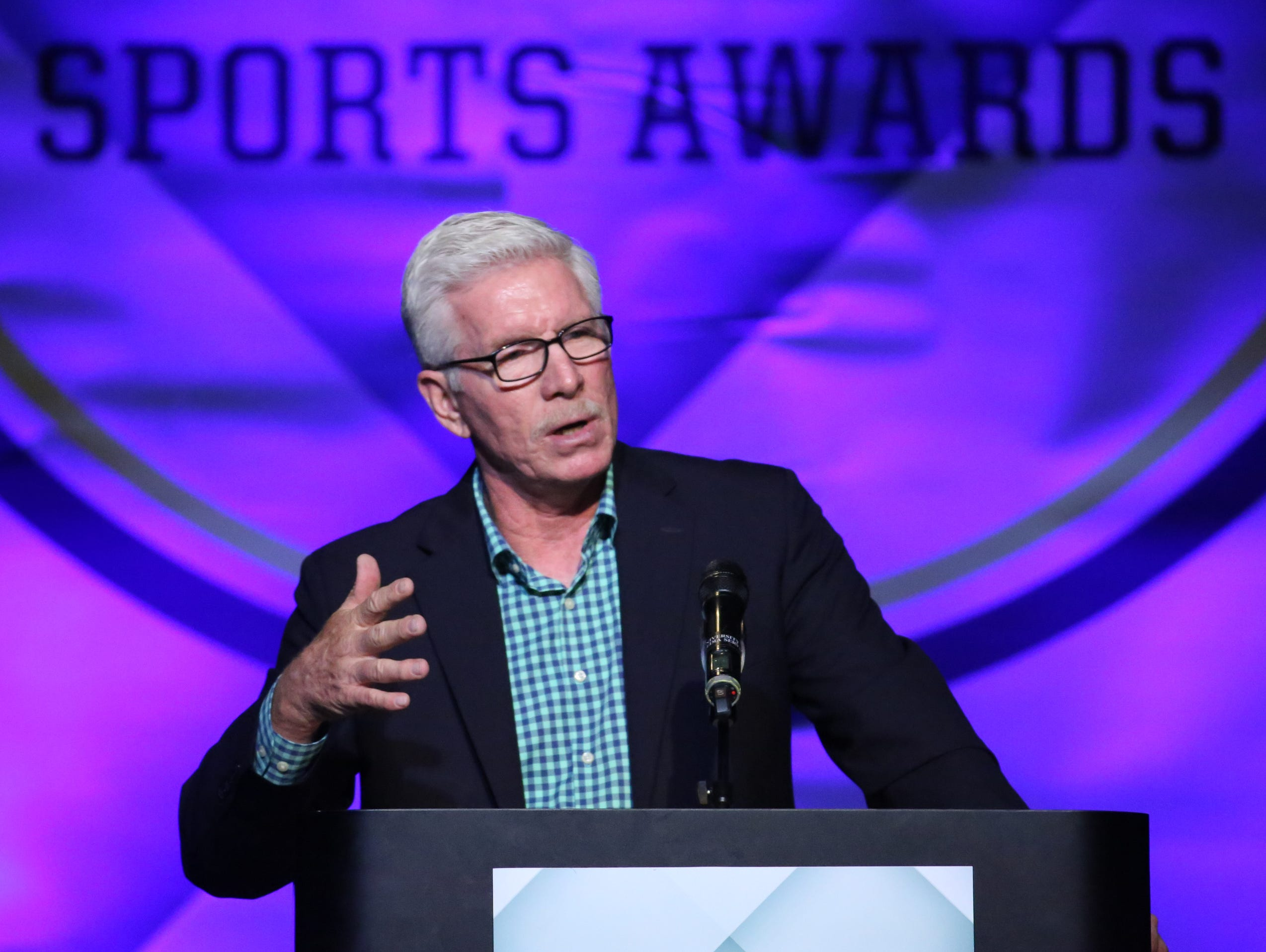 Mike Schmidt speaks during the Delaware Sports Awards banquet at the Bob Carpenter Center Wednesday.