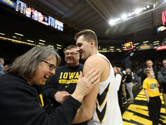 636551919864022996-180225-12-Iowa-vs-NWestern-mens-basketball-ds.jpg