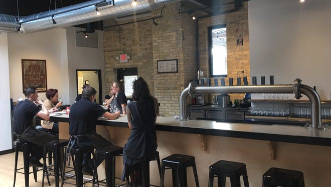 Like Minds Brewing will keep Milwaukee brewery but sold its Chicago location.