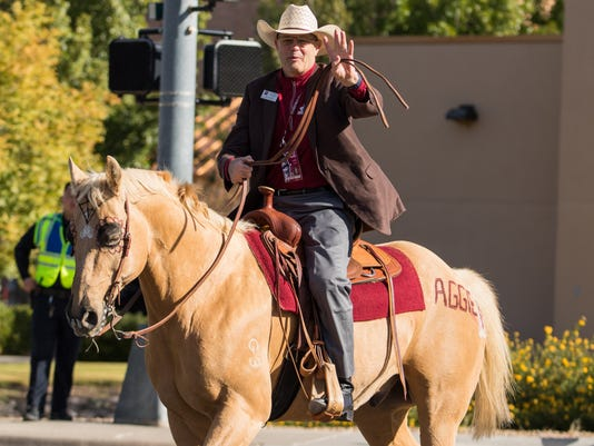 636448138424137575-2017-10-28-NMSU-HOMECOMING-PARADE-12.jpg