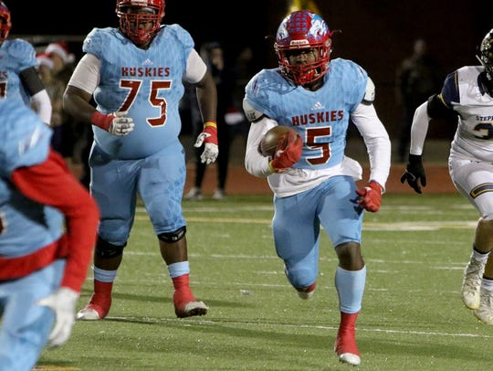 Hirschi's Daimarqua Foster runs against Stephenville