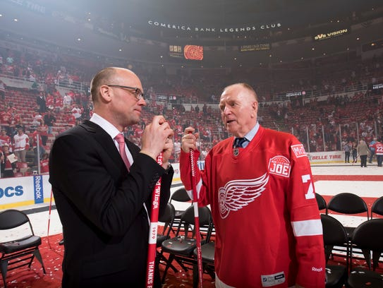 Red Berenson talks with Detroit Red Wings head coach