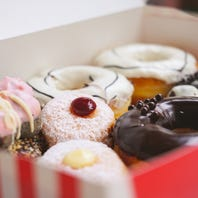 Why your local doughnut shop uses a pink box