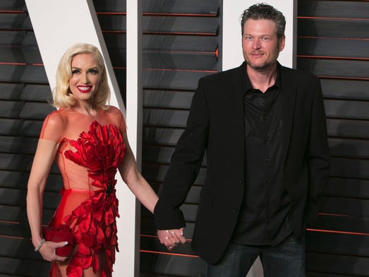 Singers Gwen Stefani and Blake Shelton arrive hand-in-hand