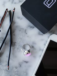 These fashionable smart rings vibrate and glow a certain