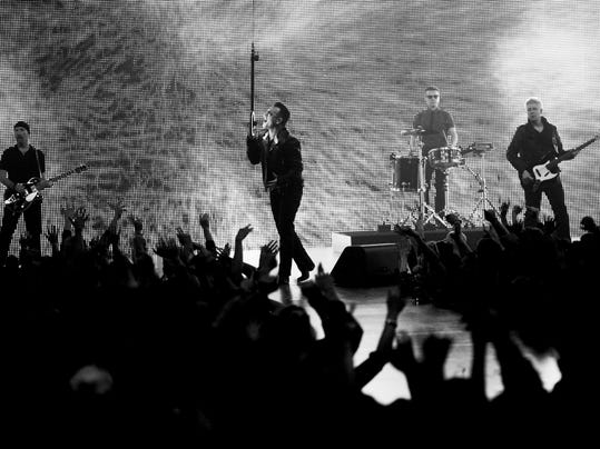 U2_MAIN_ART_BW