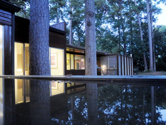 Richard Neutra is the architect to this home in Shreveport.