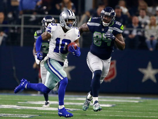 Cowboys_Tavon_Return_Football_80578.jpg