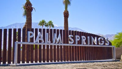 A Palm Springs welcome sign.