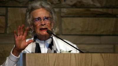 """Patsy Stoneman Murphy speaks about her father, Ernest V. """"Pop"""" Stoneman, at the Country Music Hall of Fame and Museum in 2008."""