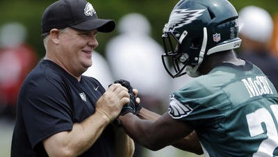 Eagles coach Chip Kelly, shown with LeSean McCoy in 2013, said he understands why McCoy doesn't want to shake his hand when McCoy returns with the Buffalo Bills on Sunday.