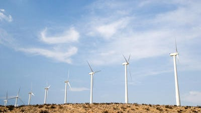 A Scottsdale maker of composite blades for the fast-growing wind-turbine energy industry could become Arizona's newest public corporation.