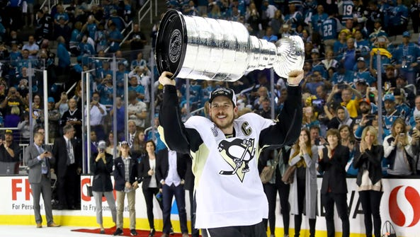 Sidney Crosby of the Pittsburgh Penguins celebrates