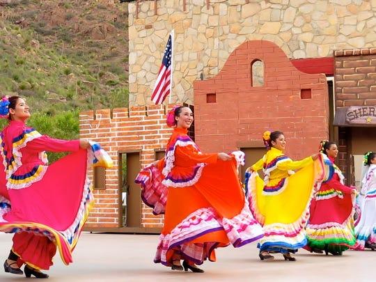 ¡Viva El Paso! incluirá por primera vez la actuación en vivo de un mariachi en el espectáculo.