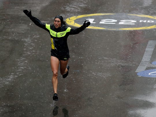 Desiree Linden charges toward the finish line.