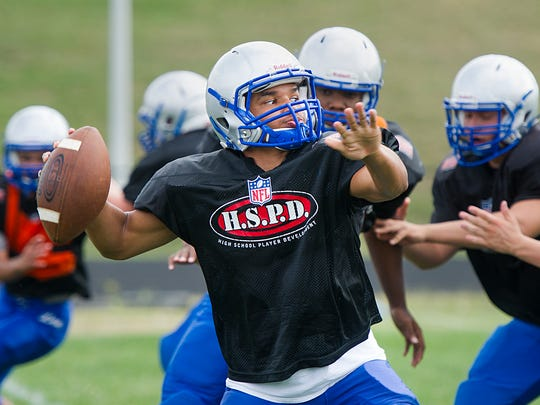 Robert E. Lee High School quarterback Ben Smith passes the ball during the team's football practice on Monday, Aug. 18, 2014.