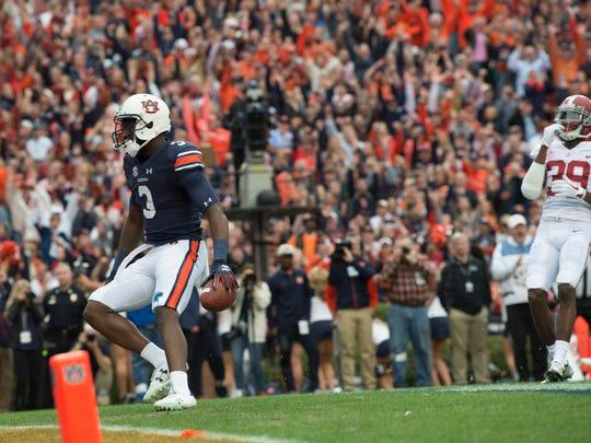 Auburn wide receiver Nate Craig-Myers (3) scores a