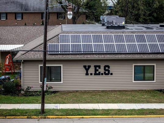 635793030261817750-01-new-092915-solar-panels