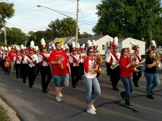 636391649961305852-Alumni-marching.jpg