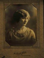 Louise Baird Short's senior picture in 1922.