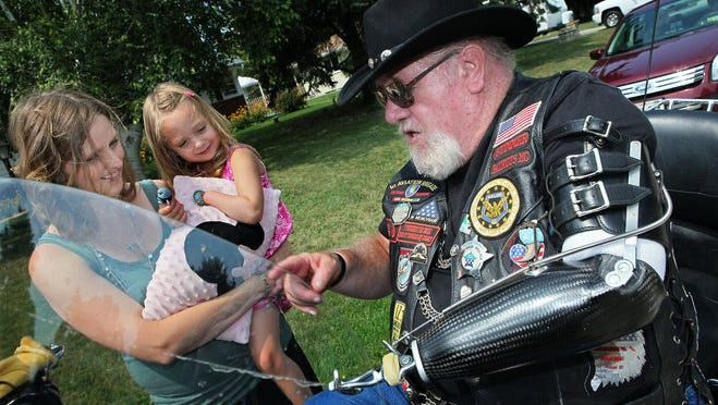 Medal of Honor recipient Gary Wetzel with 4-year-old Bella Zizzo, and her mother Sarah, in 2013. Wetzel was in a motorcycle accident over the weekend.