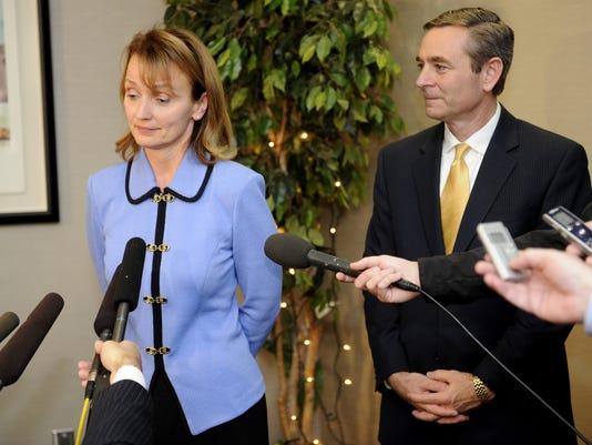 Harwell repels objections of tea party, gun activists
