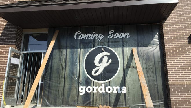 Hot chicken-specialized restaurant/bar Gordon's is coming to the Melrose Retail Center.