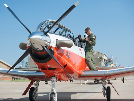 Final T-6 B arrives at Naval Air Station