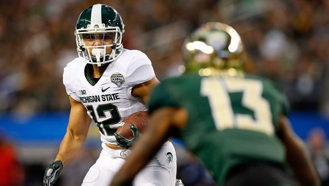 R.J. Shelton of the Michigan State Spartans runs for a touchdown past Terrell Burt of the Baylor Bears during the first half of the Cotton Bowl on Jan. 1, 2015, in Arlington, Texas.